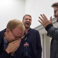lit.RUHR 2019: Christoph Amend, Tobias Bock (lit.RUHR) und Wolfram Eilenberger haben auch im Backstage Spaß! © plzzo.com/lit.RUHR