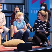 lit.RUHR 2021: Anke Engelke und Teilnehmer:innen des Schreibwettbewerbs der Schreibwerkstatt ©Ast/Juergens