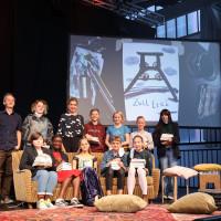 lit.RUHR 2021: Jens Rassmus, Anke Engelke und die Wettbewerbsteilnehmer:innen des Schreibwettbewerbs der Schreibwerkstatt ©Ast/Juergens