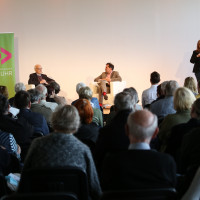 lit.RUHR 2021: Fritz Pleitgen, Jens Dircksen & Gebärdensprachdolmetscherin von Transignum ©Ast/Juergens